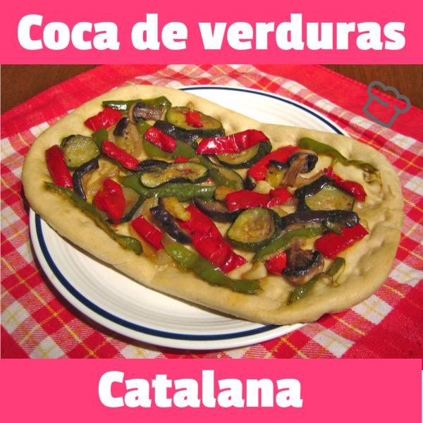 Comida Catalana, colorida coca de verduras acompañada de sardinas